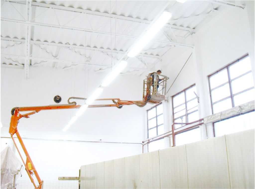 Cleaning of overhead cranes
