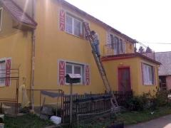 Malování rámečků kolem oken ( Jihočeský kraj okres Strakonice)