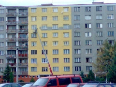 Vysokotlaký nástřik STO barvy na fasádu paneláku ( Plzeňský kraj okres Klatovy)