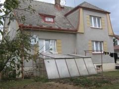 Stav před realizací zakázky - Ochranný nátěr eternitové střechy domu ( Jihočeský kraj okres Strakonice)