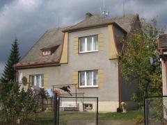 Stav před realizací zakázky - Renovace eternitové střechy - použití polyuretanové a epoxidové barvy ( Plzeňský kraj okres Plzeň-sever)