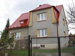 Stav po realizaci zakázky - Renovace eternitové střechy - použití polyuretanové a epoxidové barvy ( Plzeňský kraj okres Plzeň-sever)