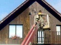 Renovace dřevěného opláštění štítu rodinného domu pomocí lazurovacího laku ( Jihočeský kraj okres český Krumlov)
