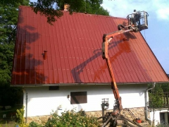 Nátěry plechových střech z pracovní plošiny ( Jihočeský kraj okres Písek)