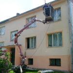 Renovace fasády obytného domu z pracovní plošiny ( Jihočeský kraj okres Písek)