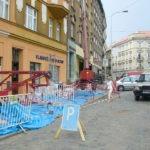 Zábor komunikace před realizací opravy fasády domu ( Středočeský kraj okres Praha-západ)