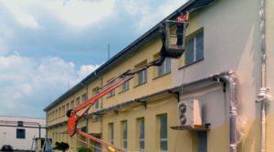 Nanesení penetračního a barevného nátěru na fasádu objektu ( Středočeský kraj okres Praha-východ)